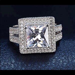 New 18 k white gold engagement ring